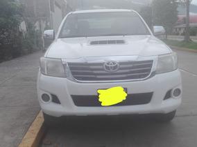 Camioneta Toyota Hilux 4x4 Svr