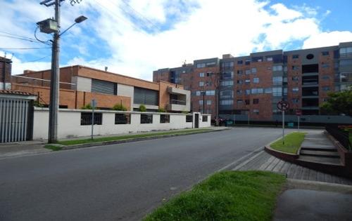 Casa De 653.01 M2, En Venta, Barrio Alhambra