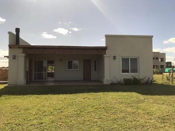 Excelente Casa En Venta - San Ramiro, Pilar Del Este
