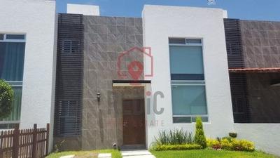 Casa En Renta En Residencial San Jeronimo Corregidora, Excelente Ubicación