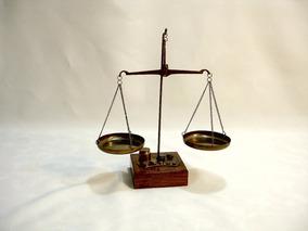 Antiga Balança Em Bronze Com Pesos E Base Em Madeira Séc Xx