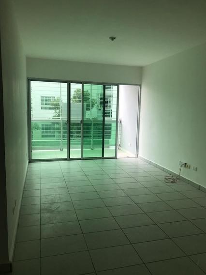 Apartamento En Alquiler En La Ave. Republica De Colombia.