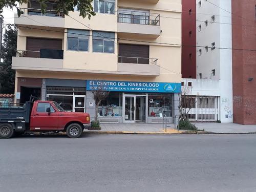 Imagen 1 de 13 de Local Comercial 3 Niveles, Zona Materno