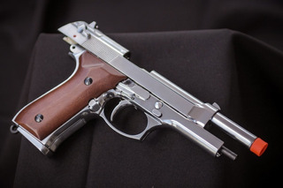 Pistola Airsoft Src M92 - Gbb Wood Com Supressor.