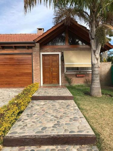 Casa A La Venta De 3 Dormitorios En Housing San Alfonso Ii.villa Allende Sobre Bodereau