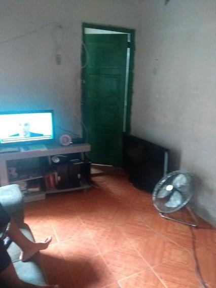 Casa De 1 Quarto Sala Cozinha Pequena E Banheiro