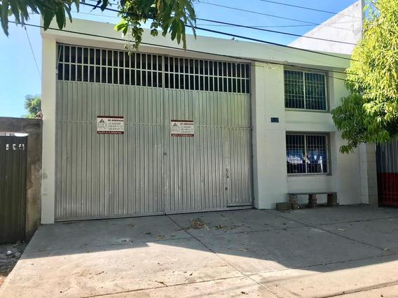 Bodega Amplia Ubicada En La Zona Comercial- 590