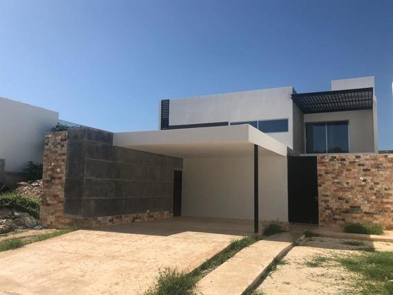 Casa Nueva En Venta En Privada En Merida Parque Natura Lote 31