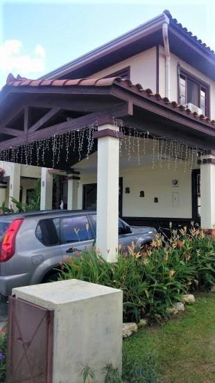 Casa En Alquiler Con Amplio Patio Y Excelente Vista