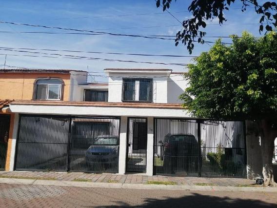 Casa En Renta En Colinas Del Cimatario De 2 Plantas