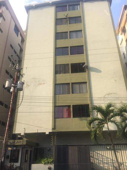 Apartamento En Alquiler Urb San Isidro 04144750873