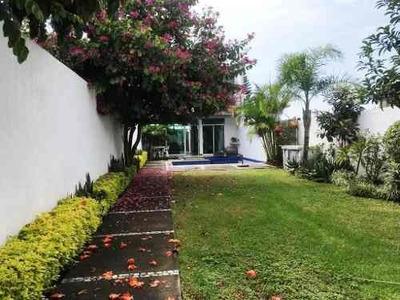Hermosa Casa Sola En Privada Con Portón Eléctrico En Ahuatepec