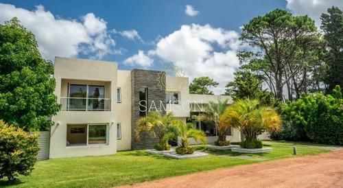Casa En Venta En Exclusivo Barrio Privado En Punta Del Este- Ref: 63758