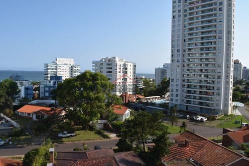Apartamento En Brava, 3 Dormitorios *- Ref: 2857