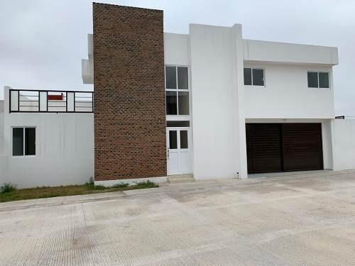 Amplia E Imponente Casa Nueva En Venta