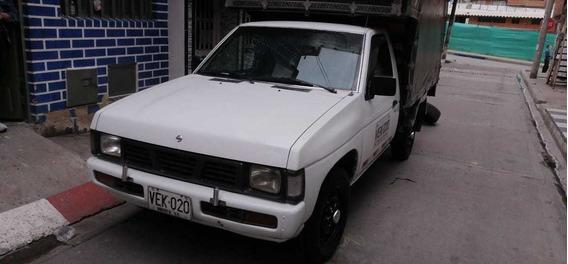 Nissan D21 Estacas
