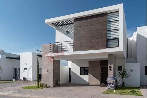 Casa Nueva En Venta Sector Viñedos, Fraccionamiento Cerrado Con Casa Club Y Alberca