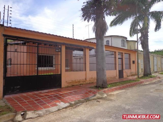 Casa En Venta La Victoria Urb El Recreo Código 19-1587 Gjg
