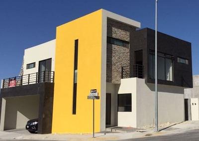 Casa En Venta En Fraccionamiento Santoral