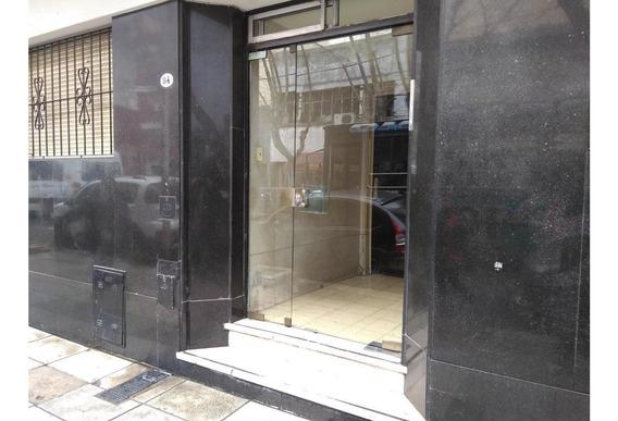 Tipo Casa En Avellaneda Centro 1 Dormitorio Con Posibilidad