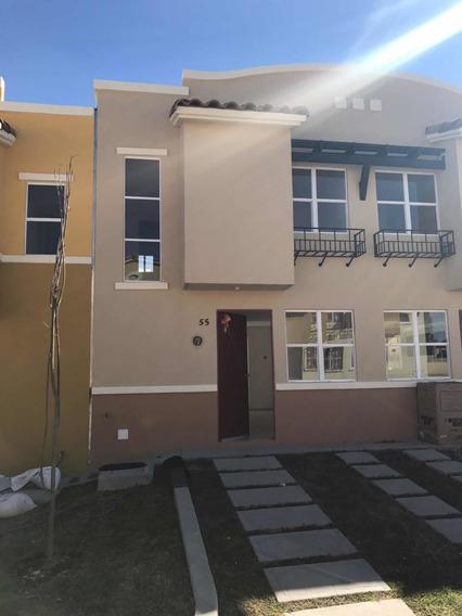 Renta Casa 2 Habitac, 1 Y 1/2baño, Patio Trasero, Estacionam