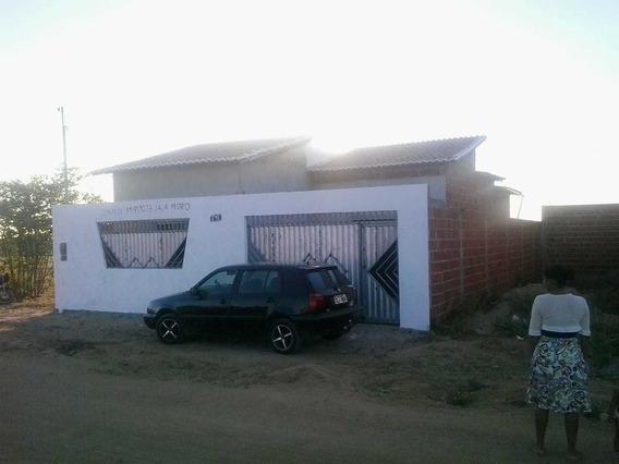 Casa Em Capim Grosso-ba, Com 5 Cômodos E Dois Banheiros.