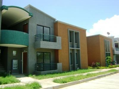 Mct Vende Townhouse En Paraparal Cod 291159