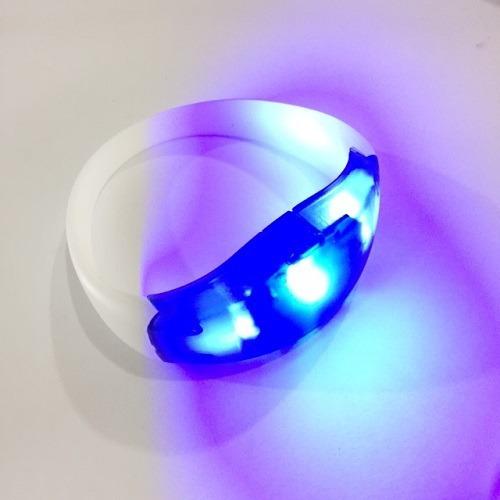 Imagem 1 de 2 de Pulseira De Led Pisca Azul Pisca Conforme Batida Da Musica