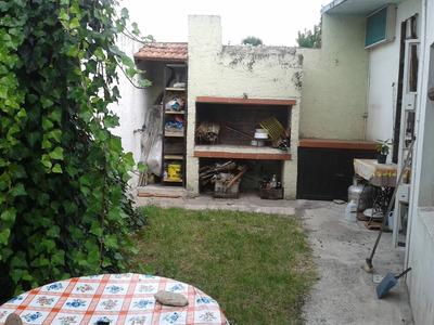 Una Planta, Cochera Y Fondo Con Parrill, Solo Anda O Cgn