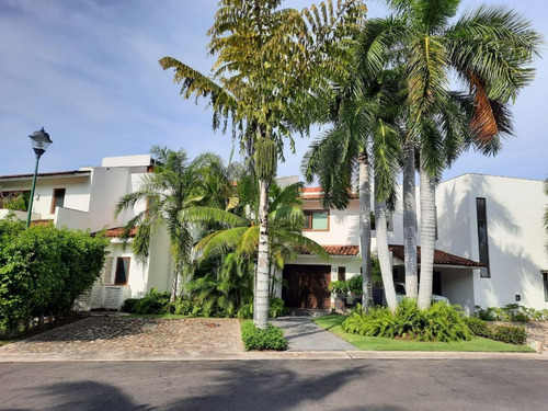 Imagen 1 de 30 de Casa En Venta En Tigre Club De Golf  Alberca Privada.