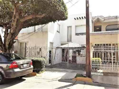 Bonita Casa En Calle Muy Tranquila