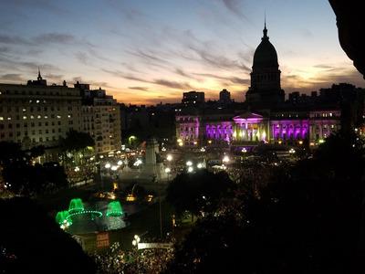 Vista Frente A La Plaza, Amplio Dpto Completo