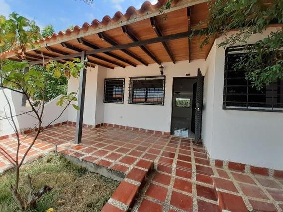 Casa En Venta Cabudare La Piedad 20-11479 As