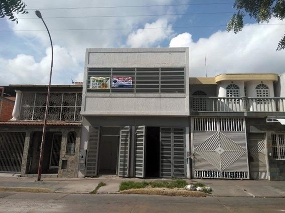 Edificio Comercial En Los Jarales. Wc
