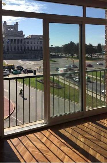 Alquilo: Apto Remodelado Frente A Palacio Legislativo