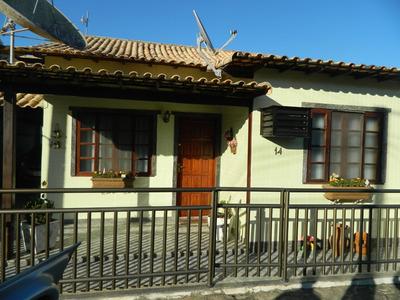 Casa Em Condominio Fechado Com Piscina, Churrasqueira, Area