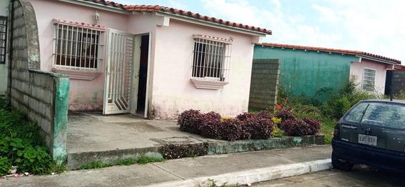 Casa En Venta En Acarigua Portuguesa 21-925 Nds