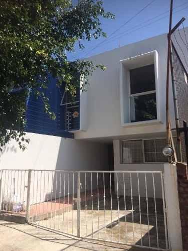 Casa Renta En Residencial Victoria.