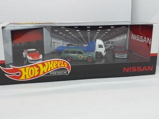 Hot Wheels Premium Nissan Diorama Garage Set 1:64