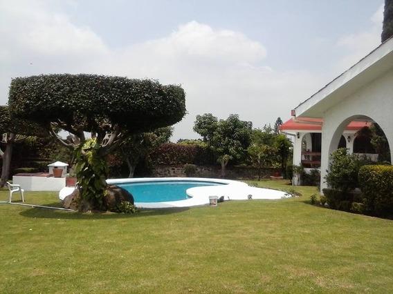 Casa Con Alberca En Lomas De Cocoyoc, Excelente Ubicación.