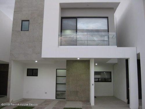 Casa En Venta En Altos De Juriquilla, Queretaro, Rah-mx-20-177