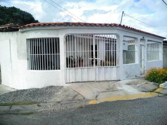 Casa En Venta Las Mercedes Lara 19-12930 Jg