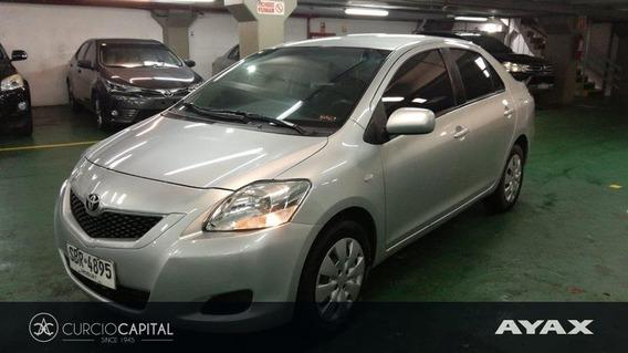 Toyota Yaris Sedan 2012 Gris Plata Excelente Estado