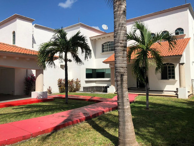 Vendo Hermosa Casa En Residencial Con Excelente Ubicacion!