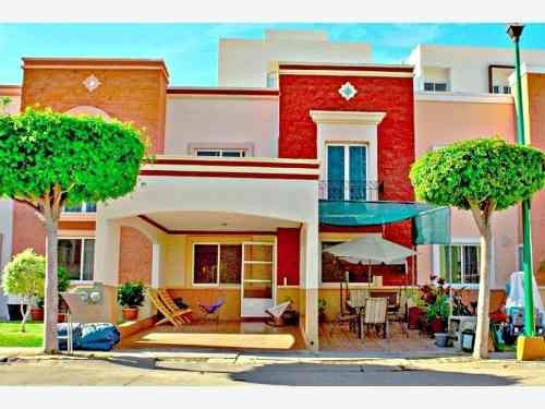 Casa Sola En Venta Jardines Del Bosque Residencial Privado Cerca De Centros Comerciales Y Escuelas