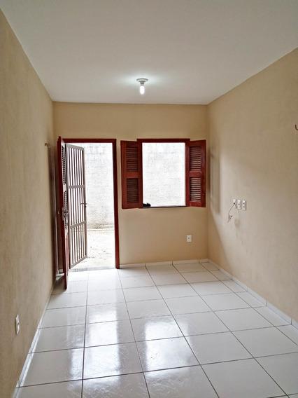 Casa Com 2 Quartos E Garagem
