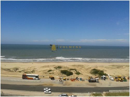 Excelente Ubicacion ,vista Directa Al Mar- Ref: 3825