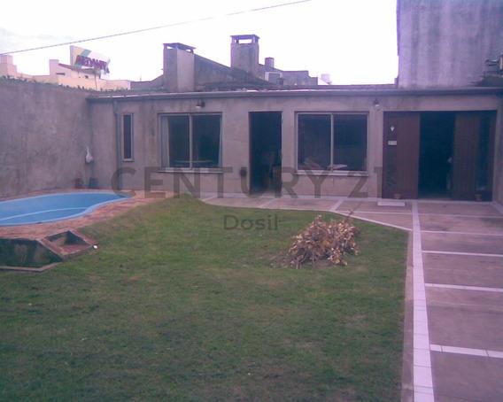 Venta Casa 4 Ambientes Con Cochera Y Pileta Bernal Oeste