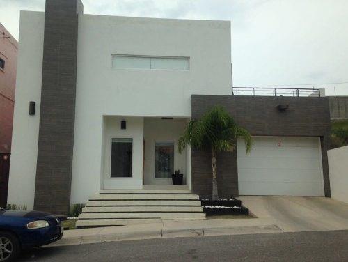Casa En Fraccionamiento Privado, Semiamueblada, Con Recamara En Principal Planta Baja, Jardín Con Te