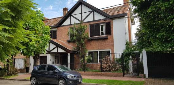 Casa De 6 Ambientes, 4 Baños, Jardín, Pileta, Excelente Zona